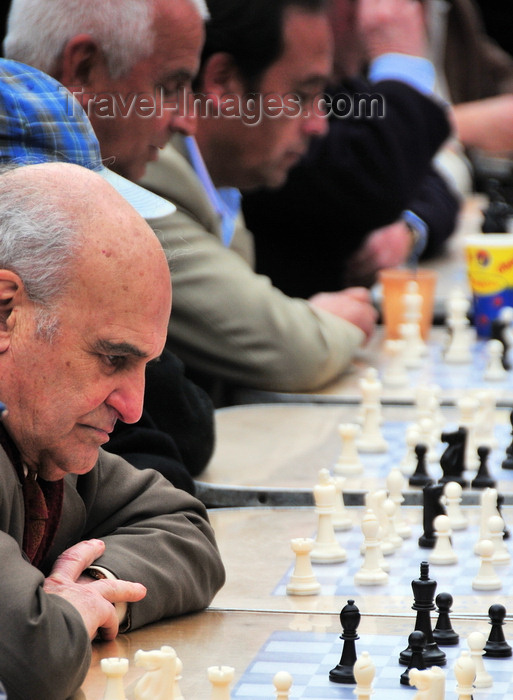 chile7: Santiago de Chile: Plaza de Armas - chess players - photo by M.Torres - (c) Travel-Images.com - Stock Photography agency - Image Bank