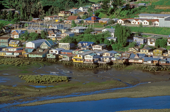 chile77: Castro, Chiloé island, Los Lagos Region, Chile: 'palafitos', shingled houses on stilts, extend into a lagoon and are the homes of Castro's fishermen –Fiordo de Castro - photo by C.Lovell - (c) Travel-Images.com - Stock Photography agency - Image Bank