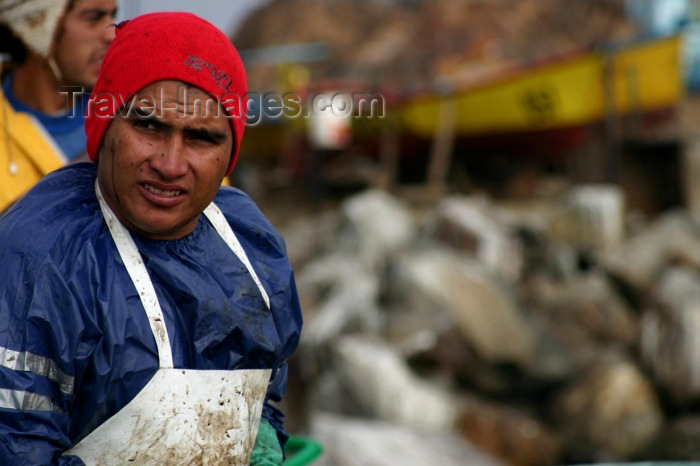 chile85: Chile - Huasco (Atacama region): fisherman - pescador - photo by N.Cabana - (c) Travel-Images.com - Stock Photography agency - Image Bank