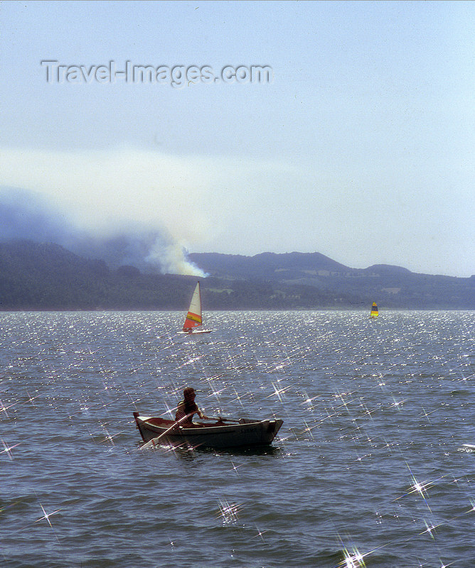 chile97: Araucanía Region, Chile - Pucón: water sports in Lake Villarica - photo by Y.Baby - (c) Travel-Images.com - Stock Photography agency - Image Bank