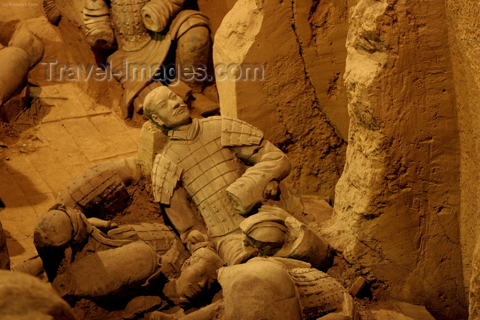 china184: Xian, Shanxi Province, China: porcelain Massacre - terracotta warriors in turmoil - Unesco World Heritage site - photo by R.Eime - (c) Travel-Images.com - Stock Photography agency - Image Bank