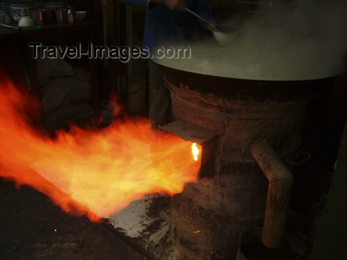 china192: China - Xi'an  (capital of Shaanxi province): furnace - flames - (c) Travel-Images.com - Stock Photography agency - Image Bank