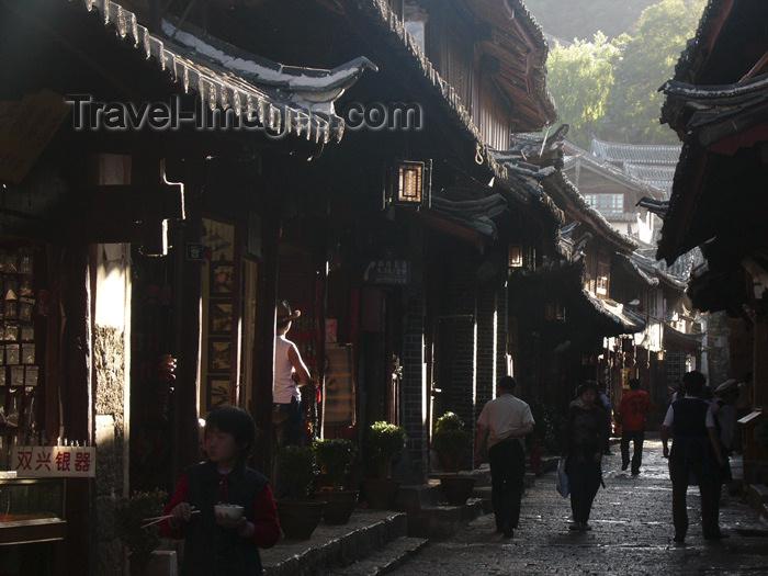 china220: Lijiang, Yunnan Province, China: dark, narrow streets of the old town - hutong - Unesco word heritage - photo by M.Samper - (c) Travel-Images.com - Stock Photography agency - Image Bank