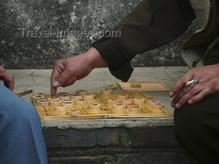 china223: Kunming, Yunnan Province, China: playing Draughts and smoking - photo by M.Samper - (c) Travel-Images.com - Stock Photography agency - Image Bank