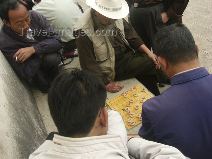 china224: Kunming, Yunnan Province, China: men playing Draughts, seen from above - photo by M.Samper - (c) Travel-Images.com - Stock Photography agency - Image Bank
