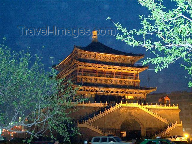 china47: China - Xian: Bell Tower on a rainy night - photo by F.Hoskin - (c) Travel-Images.com - Stock Photography agency - Image Bank