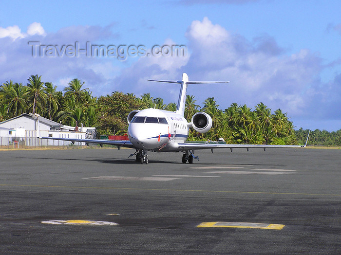 cocos-islands1: Cocos islands / Keeling islands / XKK: West or Ross island - Challenger Jet, used to ferry Australian VIPs to Cocos and Keeling Islands - aircraft - airliner - airport - photo by Air West Coast - (c) Travel-Images.com - Stock Photography agency - Image Bank