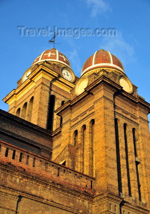 colombia128: Bogotá, Colombia: towers and domes of Iglesia de Las Cruces - Plaza de las Cruces - architect Arturo Jaramillo - barrio Las Cruces - Santa Fe - photo by M.Torres - (c) Travel-Images.com - Stock Photography agency - Image Bank