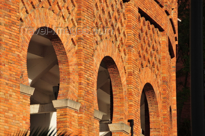 colombia136: Bogotá, Colombia: horseshoe arches of Santamaría bullring - Neo Mudéjar style decoration in brickwork - Plaza de Toros de Santamaría - Centro Internacional de Bogotá - barrio San Diego - Santa Fe - photo by M.Torres - (c) Travel-Images.com - Stock Photography agency - Image Bank