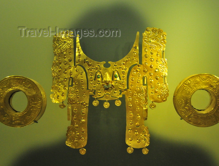 colombia152: Bogotá, Colombia: Gold Museum - Museo del Oro - regalia relating its owner to feline powers - the circular plates on the nose ring invoke jaguar's spots - Yotoco period - photo by M.Torres - (c) Travel-Images.com - Stock Photography agency - Image Bank