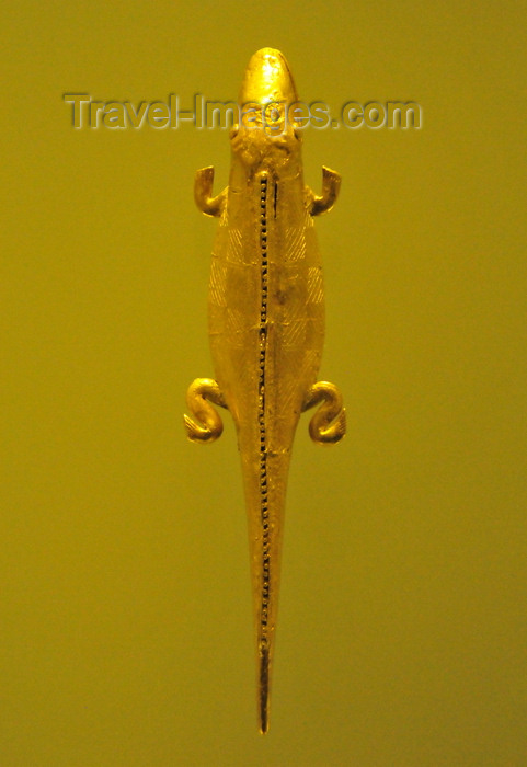 colombia163: Bogotá, Colombia: Gold Museum - Museo del Oro - pendant - gold lizard - 10th century - middle Cauca region - photo by M.Torres - (c) Travel-Images.com - Stock Photography agency - Image Bank