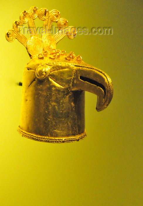 colombia176: Bogotá, Colombia: Gold Museum - Museo del Oro - bird head votive figure - birds symbolised the upper world - Eastern Cordillera - Muisca - photo by M.Torres - (c) Travel-Images.com - Stock Photography agency - Image Bank