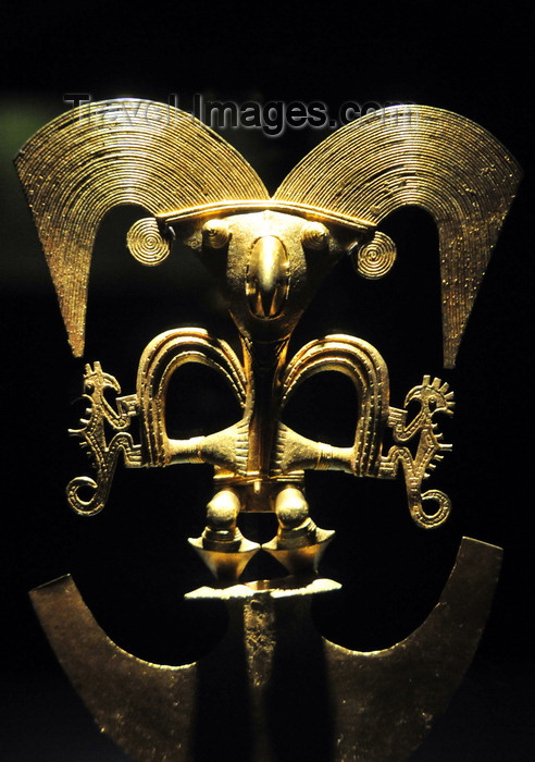 colombia177: Bogotá, Colombia: Gold Museum - Museo del Oro - shaman incarnation as a bird - Cauca gold breastplate - lost wax method - photo by M.Torres - (c) Travel-Images.com - Stock Photography agency - Image Bank
