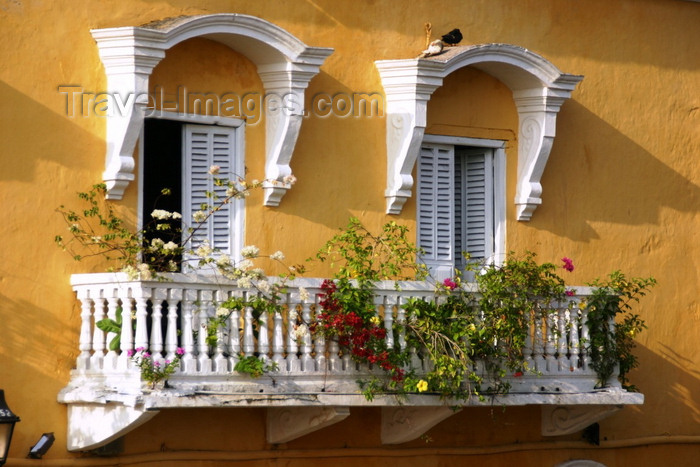 colombia18: Cartagena, Colombia: colonial balcony with flowers - photo by Cpt. Theodor - (c) Travel-Images.com - Stock Photography agency - Image Bank