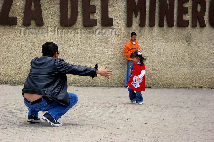 colombia30: Zipaquirá, department of Cundinamarca, Colombia: a father offers his daughter a hug - Miner's square