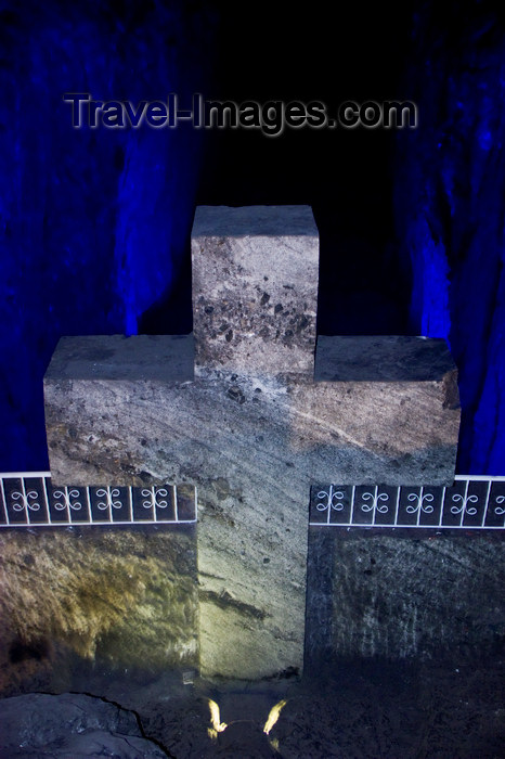 colombia34: Zipaquirá, department of Cundinamarca, Colombia: saltpetre cross in the old salt mines - Salt Cathedral of Zipaquirá - photo by E.Estrada - (c) Travel-Images.com - Stock Photography agency - Image Bank