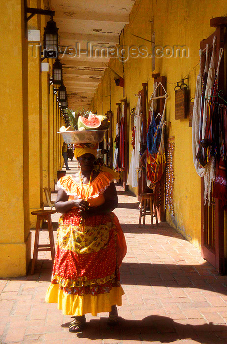 colombia6: Colombia - Cartagena: colonnade and market - woman with fruit over her head, local Carmen Miranda - photo by D.Forman - (c) Travel-Images.com - Stock Photography agency - Image Bank