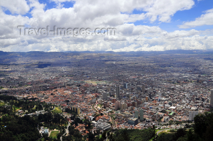 colombia66: Bogotá, Colombia: general view of Bogotá from Monserrate Hill - sprawling city, limited only by the mountains - the capital is also the most populous city in the country - Distrito Capital - photo by M.Torres - (c) Travel-Images.com - Stock Photography agency - Image Bank