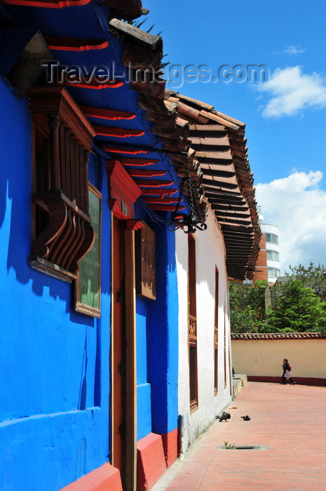 colombia68: Bogotá, Colombia: deep blue façade of Café del Rio - colonial architecture - Universidad de los Andes - barrio Las Aguas - La Candelaria - photo by M.Torres - (c) Travel-Images.com - Stock Photography agency - Image Bank