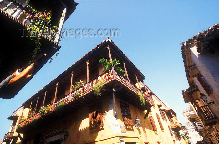 colombia7: Colombia - Cartagena: street corner - colonial houses and balconies - photo by D.Forman - (c) Travel-Images.com - Stock Photography agency - Image Bank