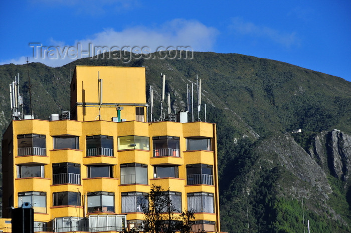colombia72: Bogotá, Colombia: yellow building with cell-phone antennas and cerro Guadalupe, Andean Range, seen from Plazoleta del Rosario - barrio Catedral - La Candelaria - photo by M.Torres - (c) Travel-Images.com - Stock Photography agency - Image Bank