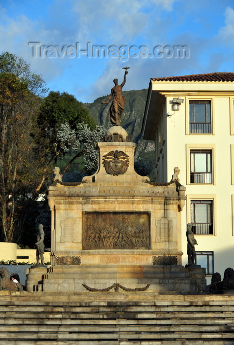 colombia82: Bogotá, Colombia: square and monument to the Ayacucho battle of 1824, which marked the end of Spanish rule in South America - Plaza y Monumento a la Batalla de Ayacucho - near Casa del Marqués de San Jorge - Carrera 7 - Centro Administrativo - La Candelaria - photo by M.Torres - (c) Travel-Images.com - Stock Photography agency - Image Bank