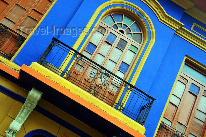 colombia86: Bogotá, Colombia: façade with intense colours - Calle 18 - barrio Veracruz - Santa Fe - photo by M.Torres - (c) Travel-Images.com - Stock Photography agency - Image Bank
