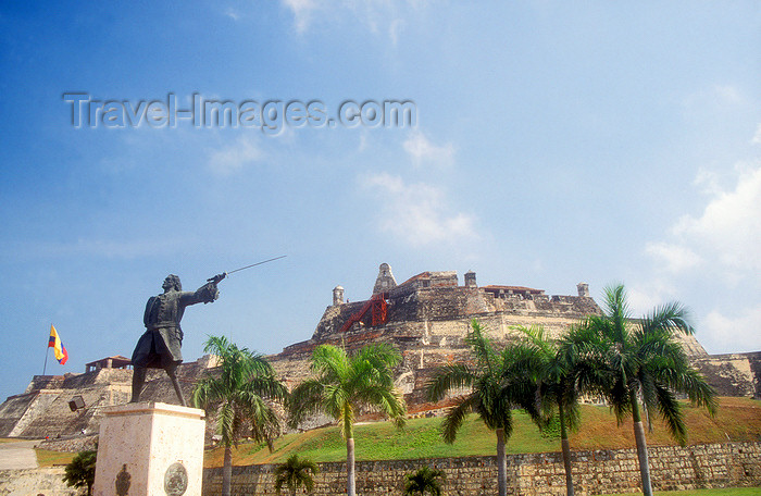 "colombia9: Colombia - Cartagena: statue of Basque admiral Blas de Lezo y Olavarrieta, also known as ""Patapalo"" and Castle San Felipe - photo by D.Forman - (c) Travel-Images.com - Stock Photography agency - Image Bank"