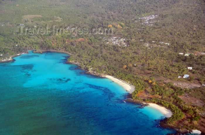 comoros1: Mitsamiouli, Grande Comore / Ngazidja, Comoros islands: beaches and coral reef East of the town - photo by M.Torres - (c) Travel-Images.com - Stock Photography agency - Image Bank