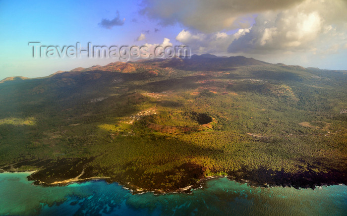 comoros12: Grande Comore / Ngazidja, Comoros islands: north coast volcanic craters - photo by M.Torres - (c) Travel-Images.com - Stock Photography agency - Image Bank
