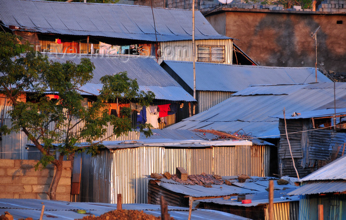 comoros13: Moroni, Grande Comore / Ngazidja, Comoros islands: zinc architecture - slum houses - photo by M.Torres - (c) Travel-Images.com - Stock Photography agency - Image Bank