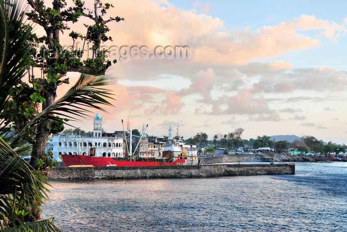 comoros16: Moroni, Grande Comore / Ngazidja, Comoros islands: the port seen from the Corniche - photo by M.Torres - (c) Travel-Images.com - Stock Photography agency - Image Bank