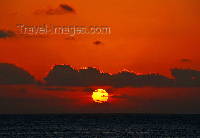 comoros21: Moroni, Grande Comore / Ngazidja, Comoros islands: Indian Ocean sunset - photo by M.Torres - (c) Travel-Images.com - Stock Photography agency - Image Bank