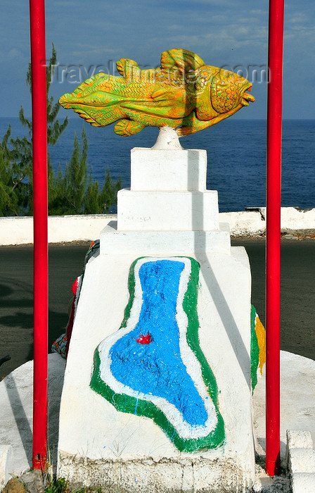 comoros30: Moroni, Grande Comore / Ngazidja, Comoros islands: Coelacanth fish and map of Ngazidja - Avenue A.Djoumoi - photo by M.Torres - (c) Travel-Images.com - Stock Photography agency - Image Bank