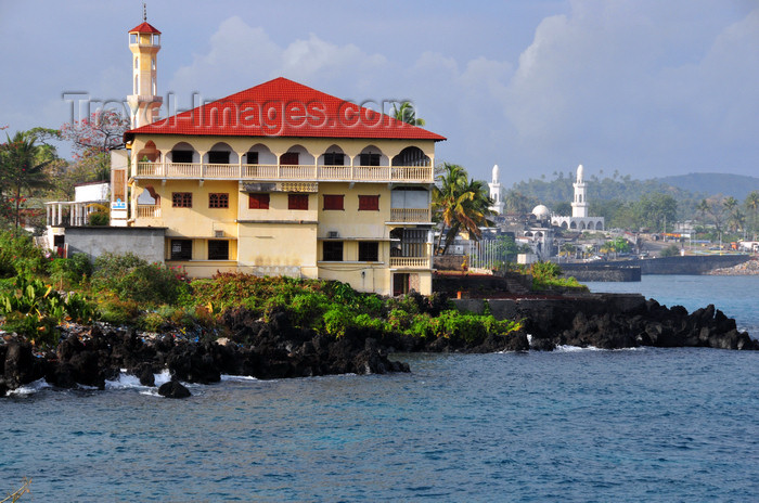comoros31: Moroni, Grande Comore / Ngazidja, Comoros islands: Prince Said Ibrahim mosque - University of the Comoros - Iman Chafiou Faculty - Departments of Islamic Sciences and Arabic language - Blvd de la Corniche - photo by M.Torres - (c) Travel-Images.com - Stock Photography agency - Image Bank