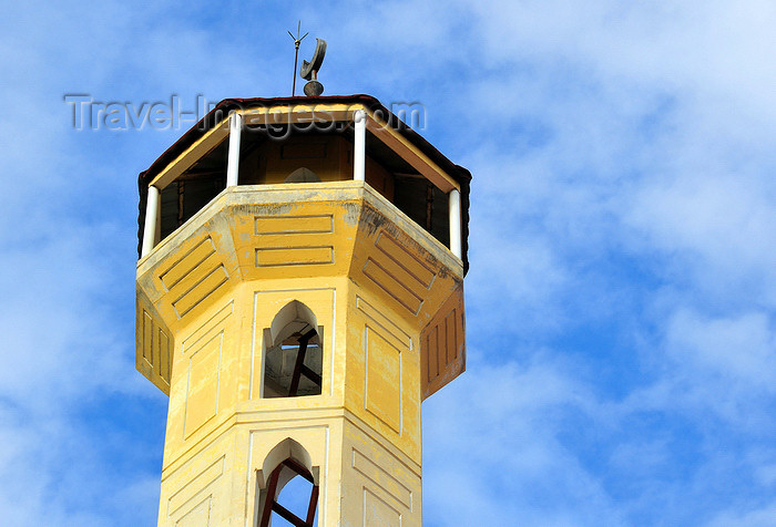comoros37: Moroni, Grande Comore / Ngazidja, Comoros islands: minaret of Prince Said Ibrahim mosque - Corniche - photo by M.Torres - (c) Travel-Images.com - Stock Photography agency - Image Bank
