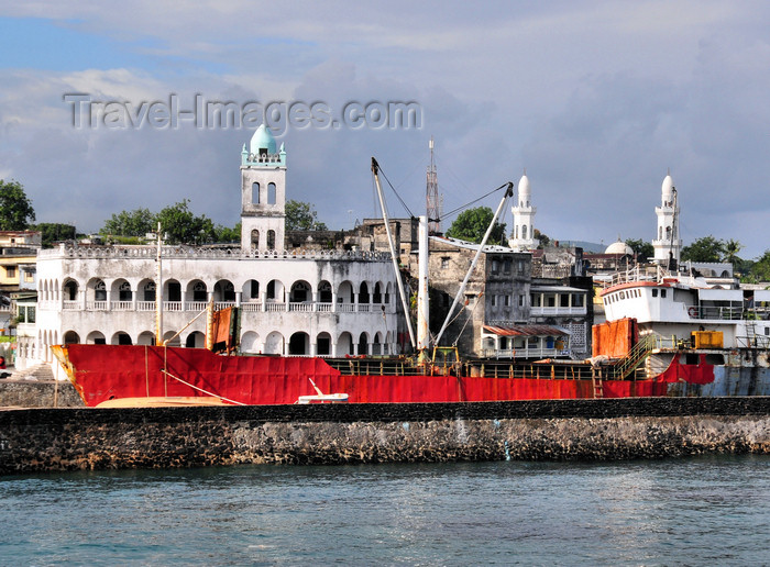 comoros40: Moroni, Grande Comore / Ngazidja, Comoros islands: freighter and minarets of the old and new Friday mosques - photo by M.Torres - (c) Travel-Images.com - Stock Photography agency - Image Bank