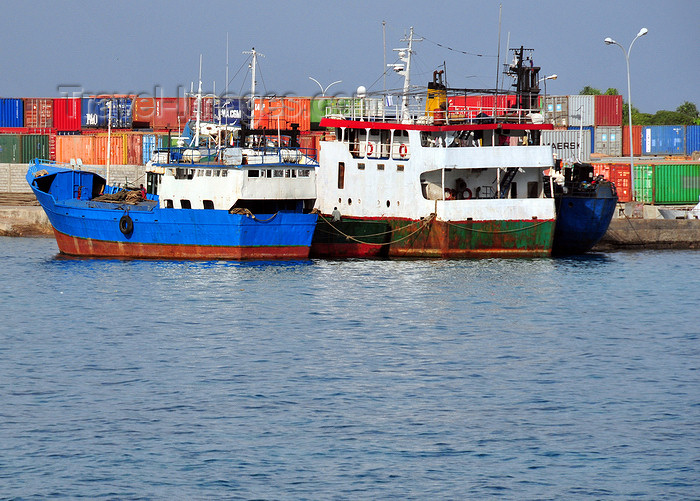 comoros43: Moroni, Grande Comore / Ngazidja, Comoros islands: boats and containers - port scene - photo by M.Torres - (c) Travel-Images.com - Stock Photography agency - Image Bank