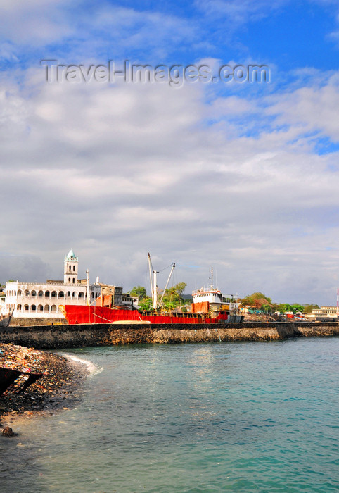 comoros45: Moroni, Grande Comore / Ngazidja, Comoros islands: looking south from the Corniche - photo by M.Torres - (c) Travel-Images.com - Stock Photography agency - Image Bank