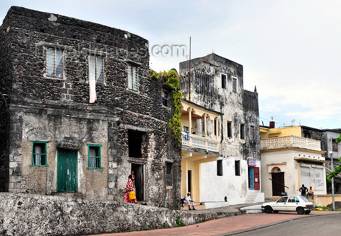 comoros60: Moroni, Grande Comore / Ngazidja, Comoros islands: old houses by the port - Blv El Marrouf - photo by M.Torres - (c) Travel-Images.com - Stock Photography agency - Image Bank