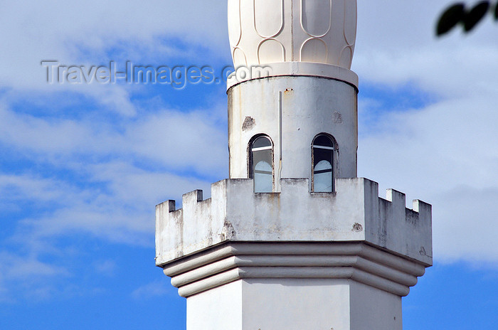 comoros63: Moroni, Grande Comore / Ngazidja, Comoros islands: New Friday mosque - minaret - photo by M.Torres - (c) Travel-Images.com - Stock Photography agency - Image Bank