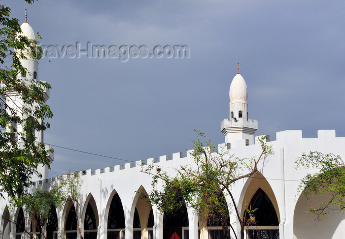 comoros64: Moroni, Grande Comore / Ngazidja, Comoros islands: New Friday mosque - a gift from the Emir of Sharjah - Blvd El Marrouf, Basha - Nouvelle Mosquée du Vendredi - photo by M.Torres - (c) Travel-Images.com - Stock Photography agency - Image Bank