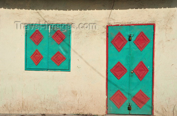 comoros66: Moroni, Grande Comore / Ngazidja, Comoros islands: door and window - green with red rhombi - Zilimadjou - photo by M.Torres - (c) Travel-Images.com - Stock Photography agency - Image Bank