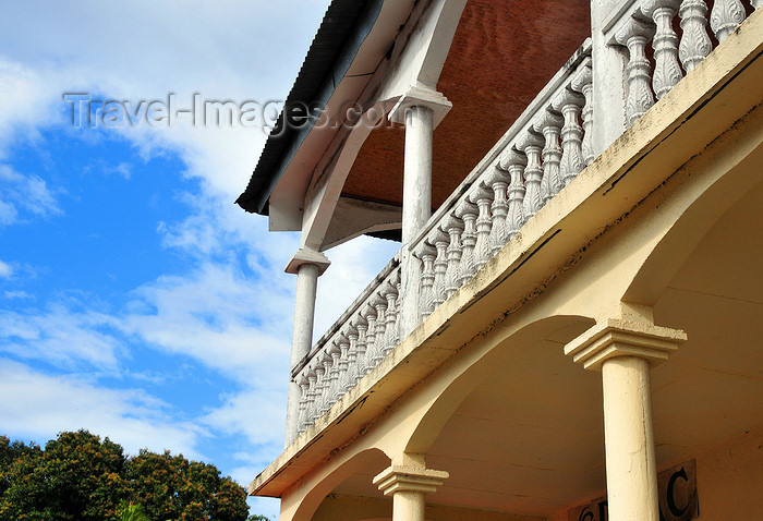 comoros68: Moroni, Grande Comore / Ngazidja, Comoros islands: colonial balcony - balustrade - photo by M.Torres - (c) Travel-Images.com - Stock Photography agency - Image Bank