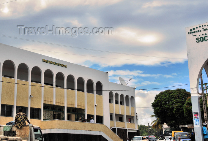 comoros80: Moroni, Grande Comore / Ngazidja, Comoros islands: Comoros Central Bank - Place de France - photo by M.Torres - (c) Travel-Images.com - Stock Photography agency - Image Bank