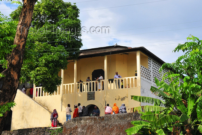 comoros83: Moroni, Grande Comore / Ngazidja, Comoros islands: atmospheric French colonial building housing the Police Station - Avenue des Ministères - photo by M.Torres - (c) Travel-Images.com - Stock Photography agency - Image Bank