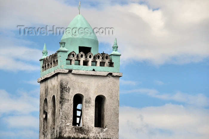 comoros87: Moroni, Grande Comore / Ngazidja, Comoros islands: minaret of the Old Friday Mosque - Ancienne mosquée du Vendredi - photo by M.Torres - (c) Travel-Images.com - Stock Photography agency - Image Bank