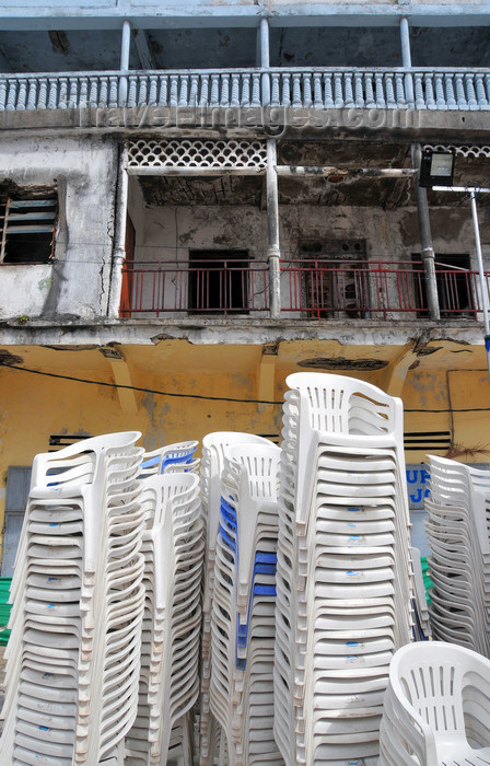 comoros97: Moroni, Grande Comore / Ngazidja, Comoros islands: chairs left from a wedding - shops on Place de Badjanani - photo by M.Torres - (c) Travel-Images.com - Stock Photography agency - Image Bank
