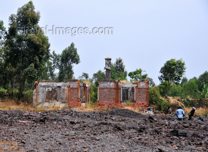 congo-dr11: Goma, Nord-Kivu, Democratic Republic of the Congo: ruins of a house caught in the lava flow from the 2002 eruption of the Nyiragongo volcano - photo by M.Torres - (c) Travel-Images.com - Stock Photography agency - Image Bank