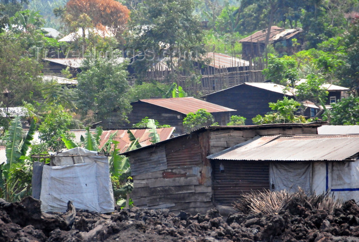 congo-dr13: Goma, Nord-Kivu, Democratic Republic of the Congo: shanty town built over the lava field from the Nyiragongo volcano - slum - photo by M.Torres - (c) Travel-Images.com - Stock Photography agency - Image Bank